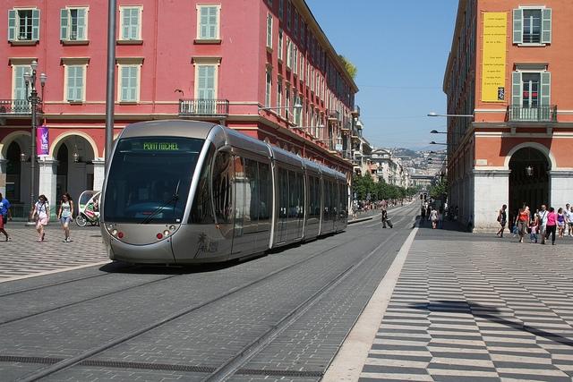 Egy francia buszvezető egy év szabadságot kapott munkatársaitól