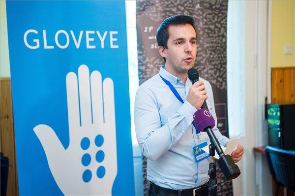 Az olvasás élményét nyújtja látássérülteknek egy új magyar találmány