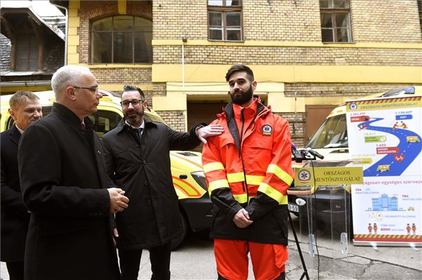 Új mentőautókat kapott az Országos Mentőszolgálat