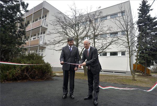 Mobil röntgengépekkel gyarapodott a kistarcsai Flór Ferenc Kórház