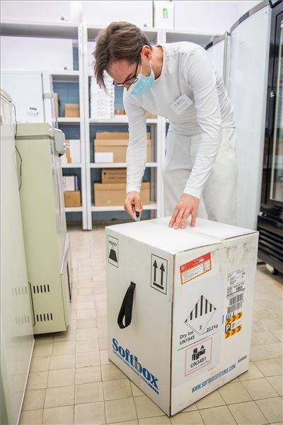 Koronavírus - Újabb Pfizer-BioNTech-vakcinák érkeztek Békéscsabára