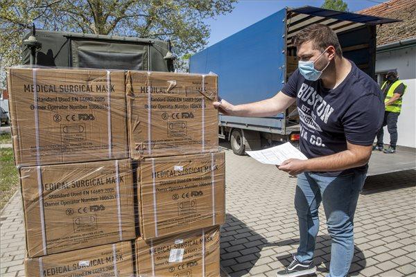 Koronavírus - Védőfelszerelés-szállítmány érkezett a Békés Megyei Központi Kórházba