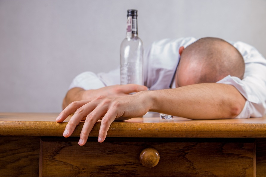 Többet isznak a hepatitis C-betegek, és ez veszélyes