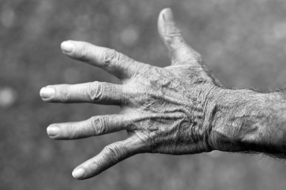 Betegséget okozhat a körömrágás