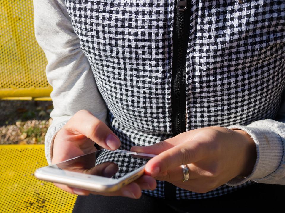 Lehet, hogy az okostelefonok miatt nem alszunk egy jót
