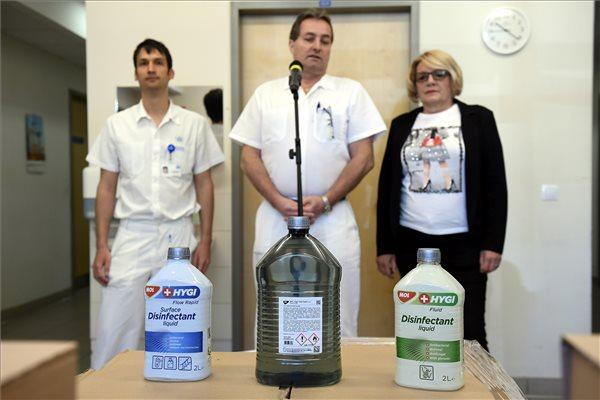 Koronavírus - A Mol kéz- és felületfertőtlenítőjét szállították ki az Országos Onkológiai Intézetbe