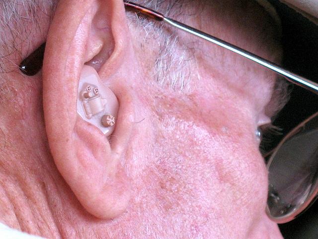 A hallókészülék megvédenek a memóriazavartól?