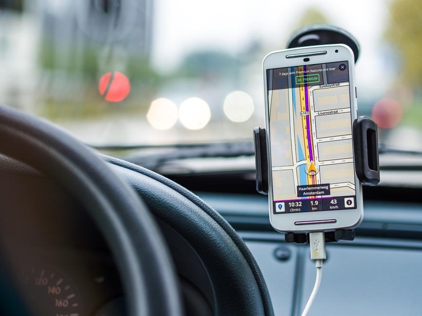 A telefon-kihangosító sem teljesen kockázatmentes az autóban