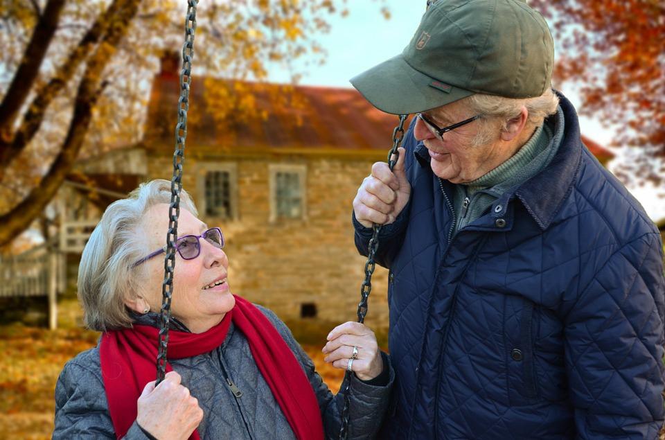 Az aktív társasági élet jót tesz az idősek agyának