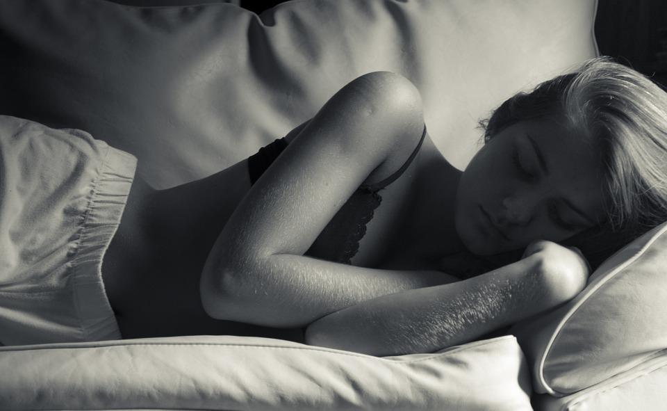 Tízből egy pár külön szobában alszik, a horkolás az egyik fő ok