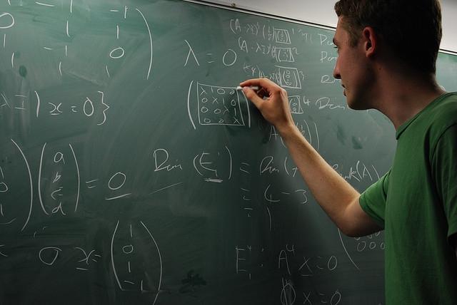 Az Ebola-vírus terjedését modellezték az SZTE matematikusai