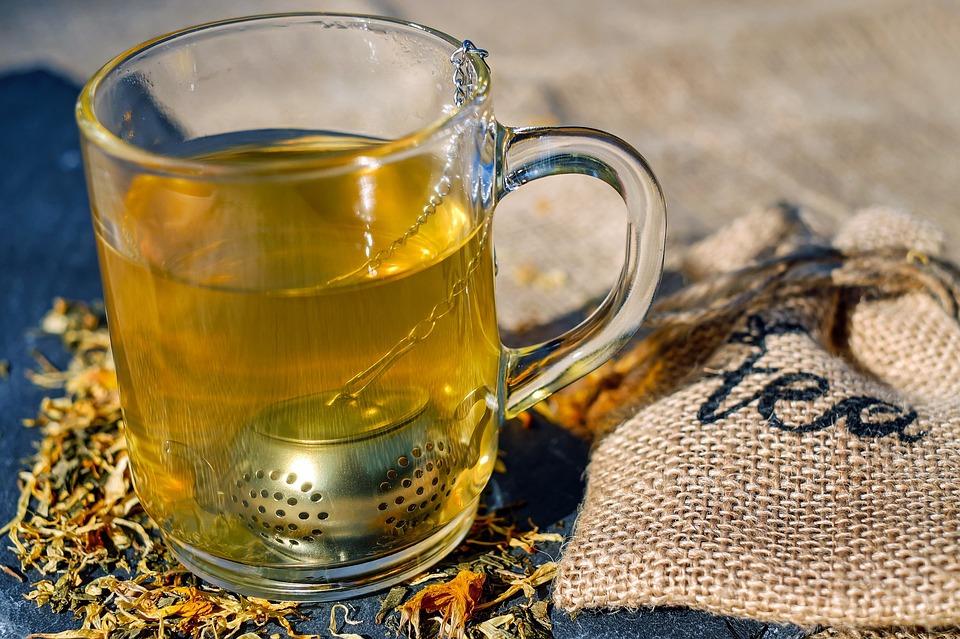 A többség nem is tudja, mennyi extra kalóriát jelent a kávé- és teabevitel