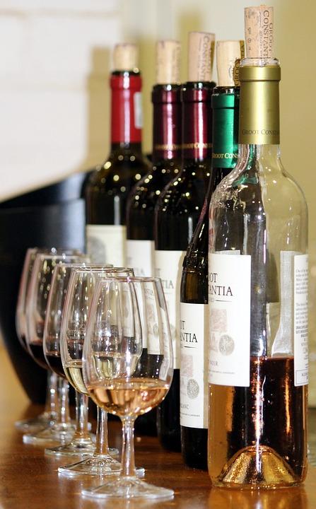 Az alkohol veszélyes vendég a decemberi bulikon